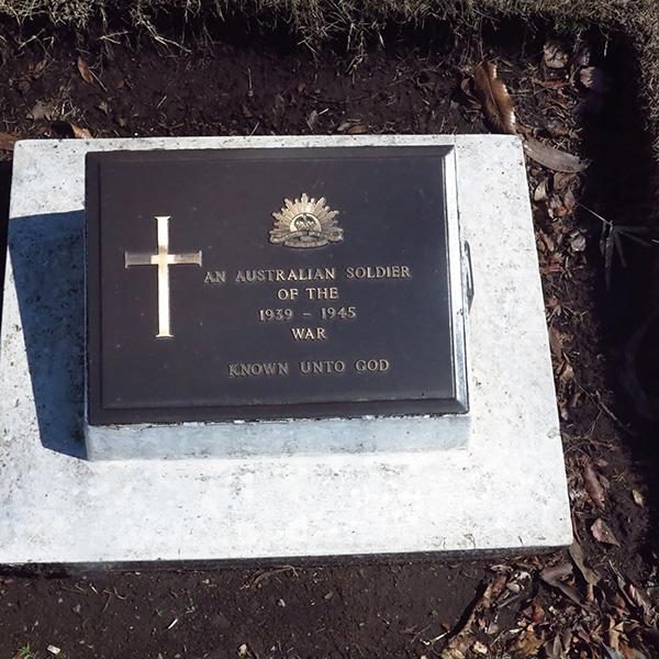 AN AUSTRALIAN SOLDER 3